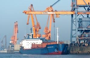 Elbehafen Brunsbuettel, Unterelbe Schiff Schiffe Schifffahrt Dithmarschen Wirtschaft 17.03.2004 Hafen Nordsee