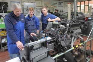An der Handwerkskammer Flensburg werden Kfz-Mechatroniker ausgebildet