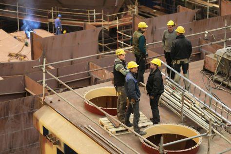 Arbeiter der FSG während eines Stapellaufs
