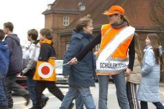 Schülerlotse, Verkehrshelfer Kind Kinder und Verkehr, Schulweg Schule, Sicherheit, Straße überqueren, Flensburg, Bildung, Hilfe, helfen