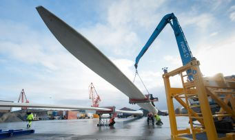Verschiffung von Rotorblättern für einen Offshore-Windpark
