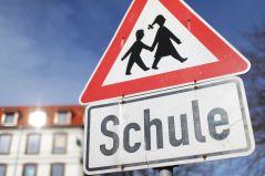 Warnschild Schule