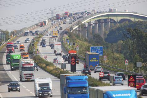 Die Rader Hochbrücke im Zuge der Autobahn A7