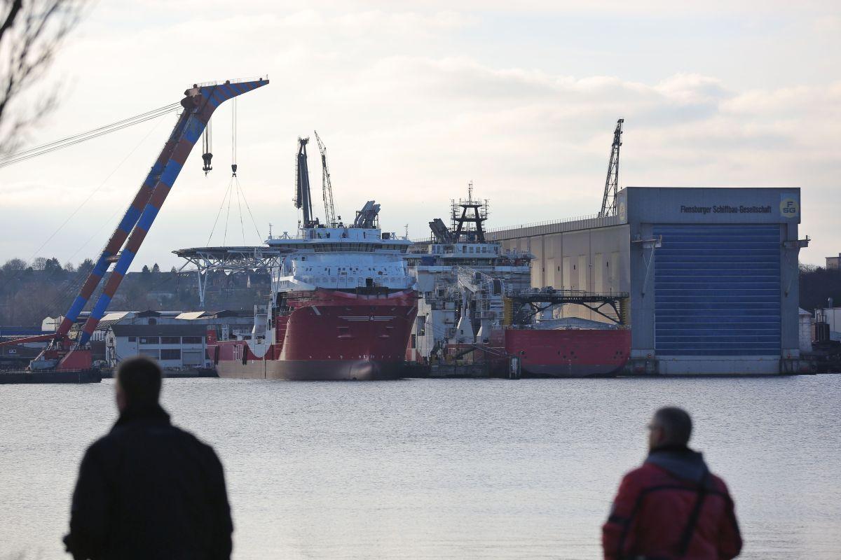 Der 51. Deutsche Seeschifffahrtstag hat an die Bundesregierung appelliert, Tiefsee-Rohstoffe in einem Testprojekt abzubauen. «Ein Pilot-Mining-Test sollte durch die deutsche Wirtschaft mit Unterstützung des Bundes durchgeführt werden», hieß es ...