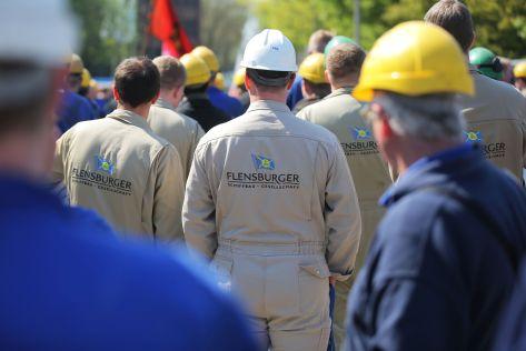 Warnstreik vor dem Tor der Flensburger Schiffbaugesellschaft (FSG)