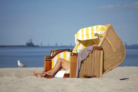 Ein Strandkorb am Strand von Eckernförde