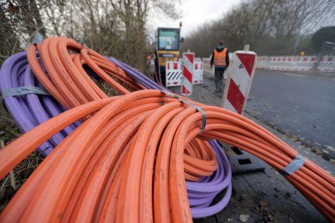 Glasfaserkabel zur Breitband-Nutzung werden verlegt