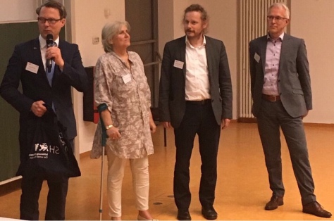 Rohlfs (links) mit Dr. Inge Schröder vom Transferzentrum der Muthesius-Kunsthochschule sowie Prof. Rainer Adelung (CAU Kiel) und Dr. Ulrich Haussner (WTSH)
