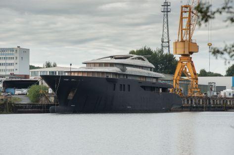 Rohbau einer Megayacht auf der Werft Nobiskrug in Rendsburg
