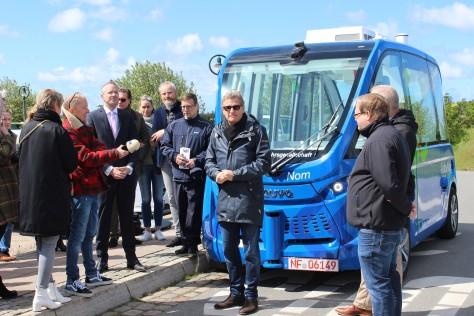 Gruppe_vor_Bus