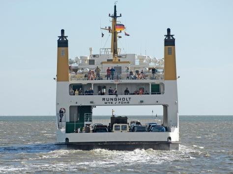 Eine beladene Norseefaehre der WDR-Reederei faehrt von Amrum zurueck zum Festland